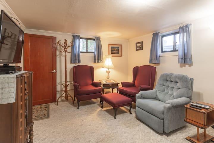Convenient apartment close to hospitals, downtown
