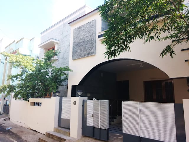 Independent Stylish Villa at Koyambedu
