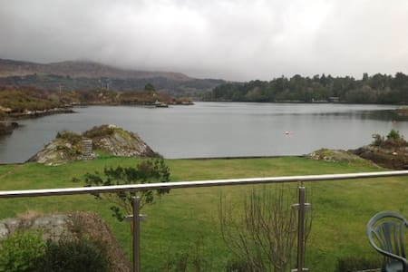 Delightfully situated seafront property - Glengarriff - Rumah