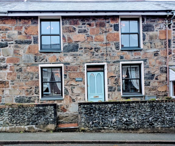 Stone character terraced cottage - Ffestiniog - House