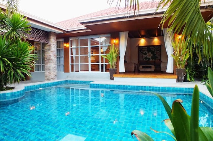 Great Private Pool South Facing Sun All Day!!