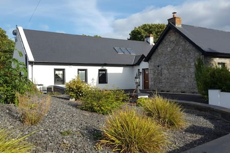 Condron's Cottage Cosy Room with double bed - Newmarket on Fergus  - Byt