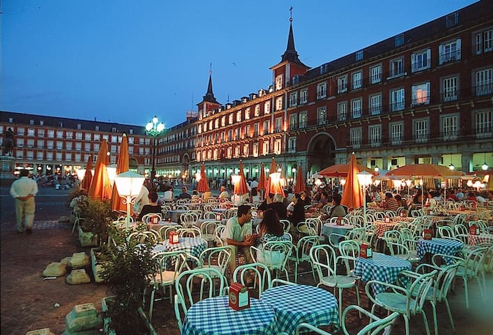 Plaza Mayor para  4 Persona, con desayunar - Madrid - Departamento