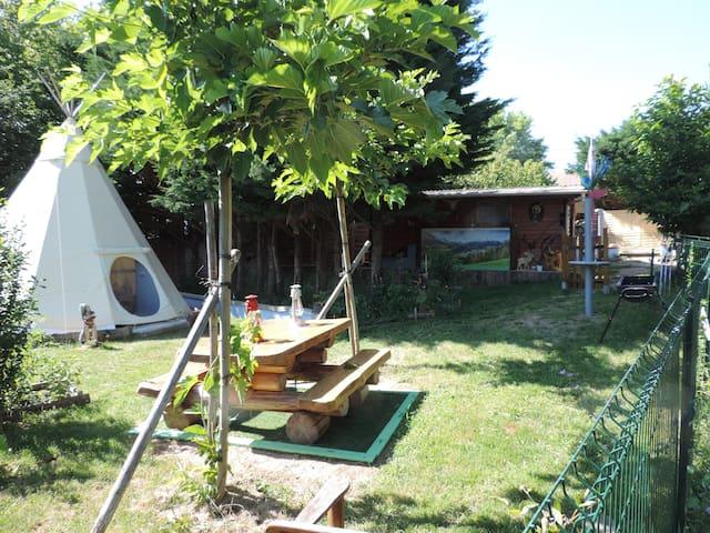 Tipi  Cocoon  et  sa  Cabane  aux  Fées