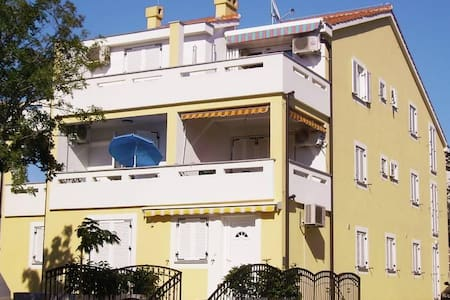 Studio flat with balcony Malinska, Krk (AS-5289-a) - Radići