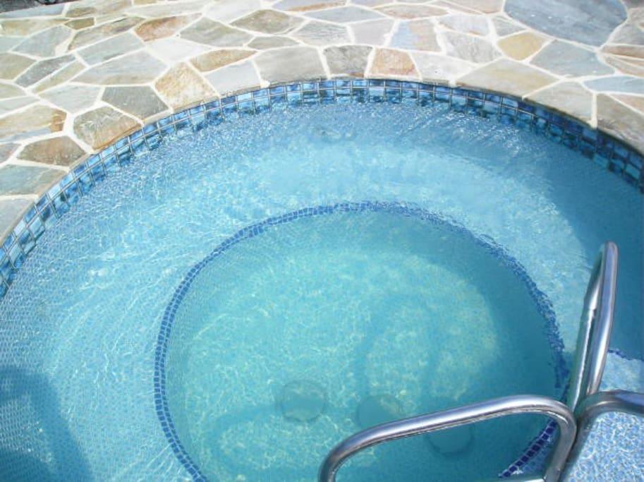 Jacuzzi,Tub,Pool,Resort,Swimming Pool
