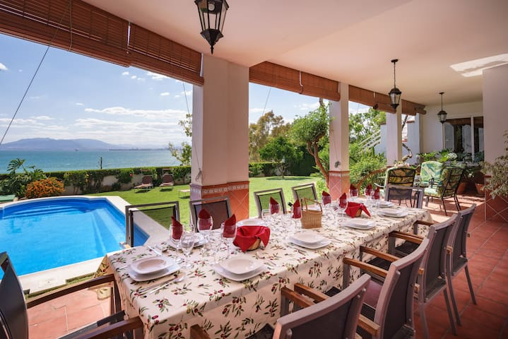 SPLENDID VILLA OVER THE BAY OF MALAGA