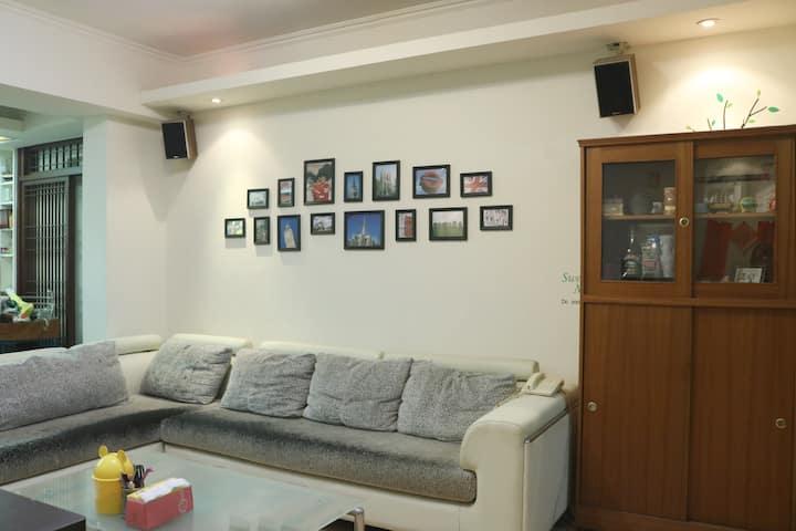溫暖的WuDi House  MRT港墘站旁, 近內湖科學園區、夜市、故宮、美麗華、碧湖公園
