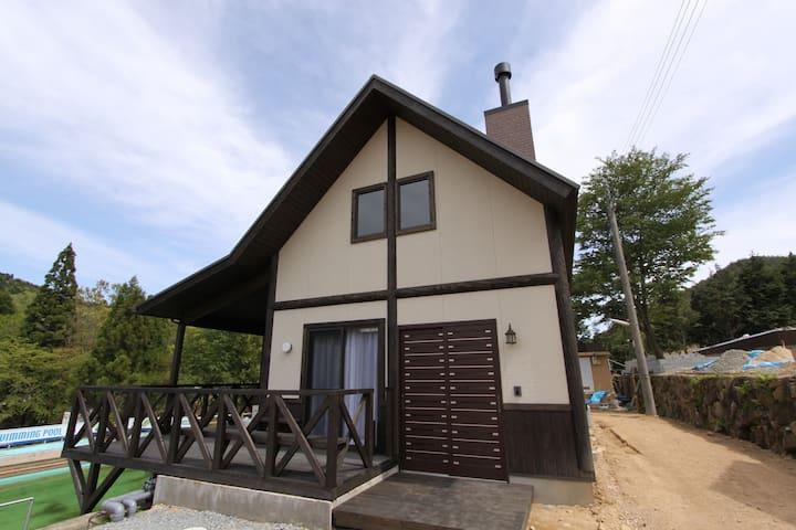 京都『るり渓』のせせらぎが魅力の別天地 貸切りログハウス(Z-5-6棟)小学生未満無料です!