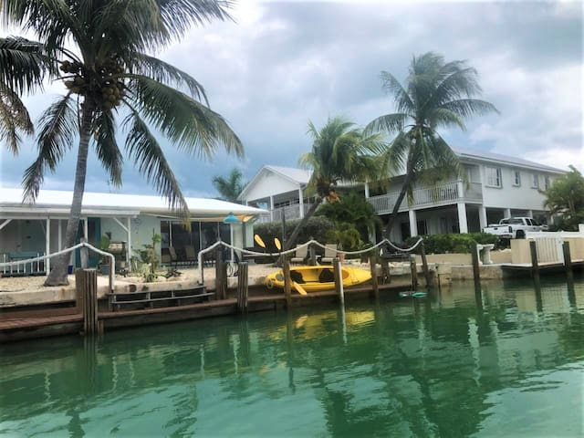 Lou & Mary`s Getaway ~ 2 Beds 2 Bath home W/ Dock, Inch Beach & Cabana Club