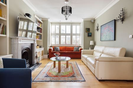 Up to 20% off! 4 bed house with garden cottage - London - House