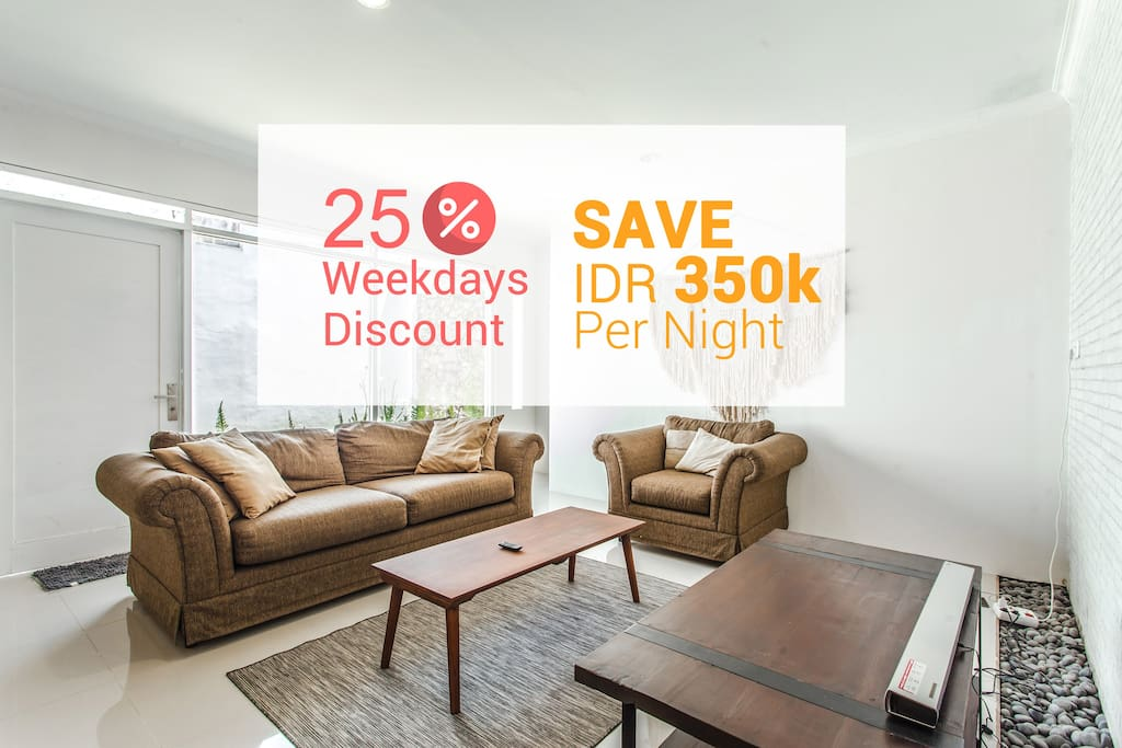 The entire house is yours (take up to 10 people, 12 people max), FREE WiFi, Movies TV Cable, Strategic Location (Setiabudi)