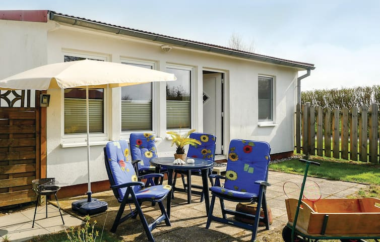 Holiday cottage with 2 bedrooms on 42 m² DMK231