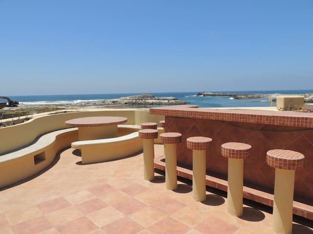 La Casa de las Conchas  Between the beach and wine