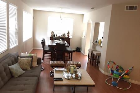 Resort Living Townhome Otay Ranch 3bd 2.5Ba - Chula Vista - Townhouse