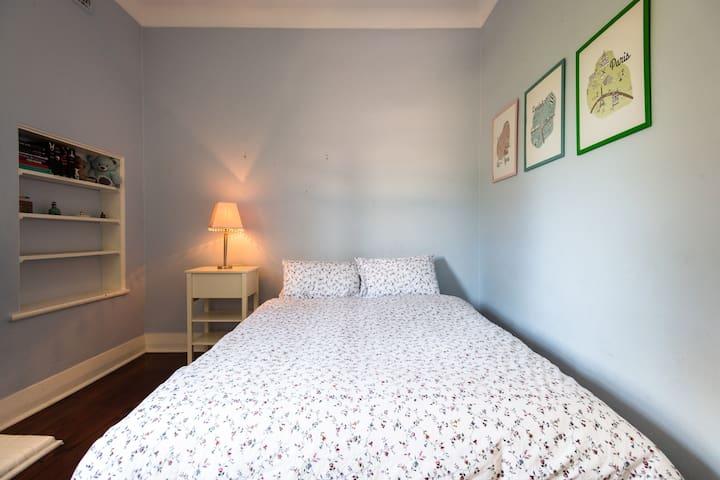 Bedroom 5 Queen Bed