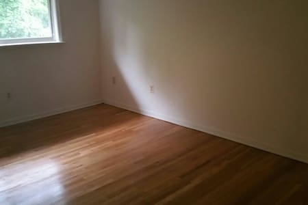 single bedroom with a full bath - Owings Mills - House