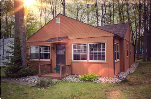 Houghton Lake Cottage with View - Modern Amenities