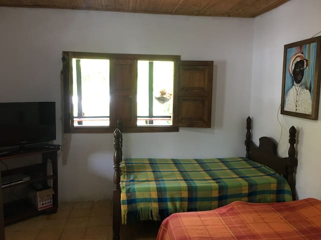 Finca San Agustín,  Marsella . 7 camas