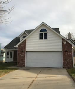 Comfy 2 Story with workout friendly basement - Lincoln