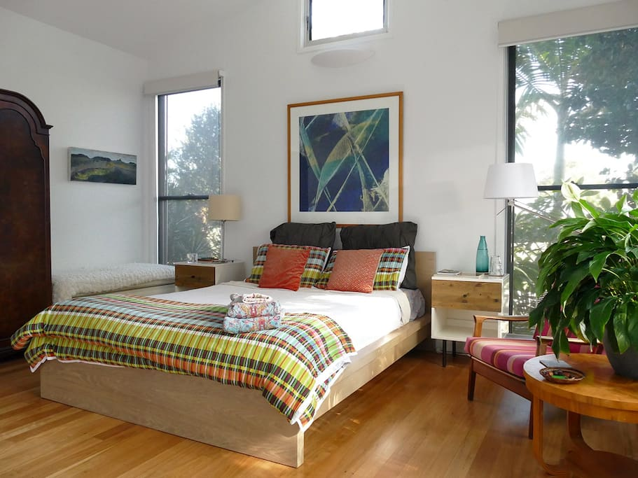 Spacious guest room, light and airy