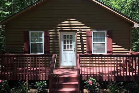 Cabin in the Woods by Lake Hartwell! Pool, Tennis - Westminster - Cabin