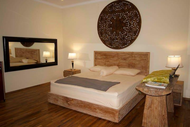 AGALIVING VILLA Medewi  # 1 (Suite Room)