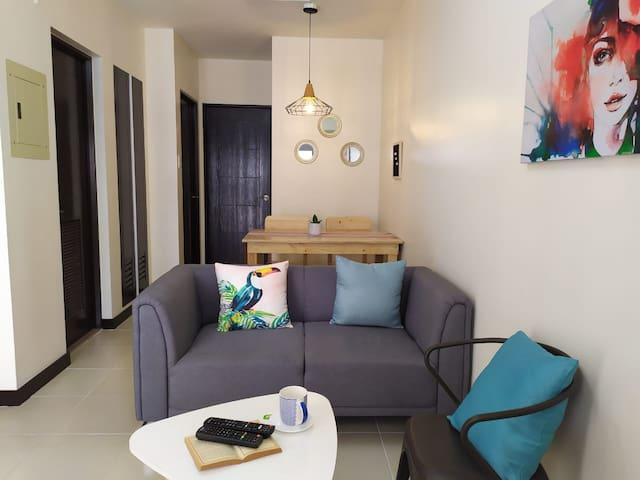 NEW!Affordable&Cozy 2BR Condo Nr Arpt&Malls w/Nflx