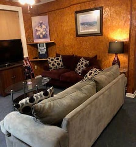 Walk to Downtown and the Courthouse
