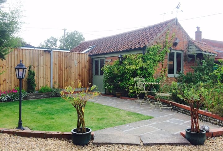 Rose Cottage-by Hickling Broad & near Horsey beach