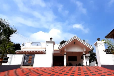 Vintage Attic Luxury Villa Stay