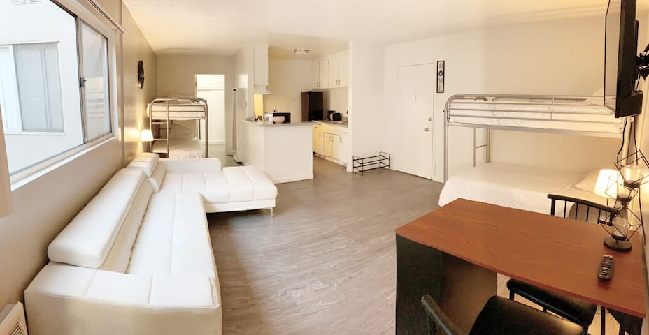 4-BED FEMALE ONLY HOSTEL in HOLLYWOOD