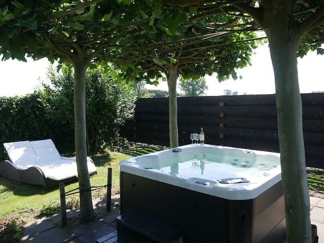 ❤️ Spacious Villa near A'DAM w/ Jacuzzi & Bikes