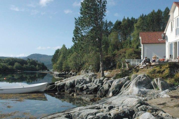 5 star holiday home in GURSKØY