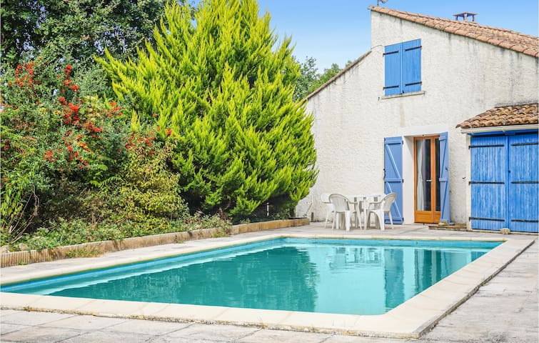 Nice home in Les Aires with Outdoor swimming pool and 3 Bedrooms