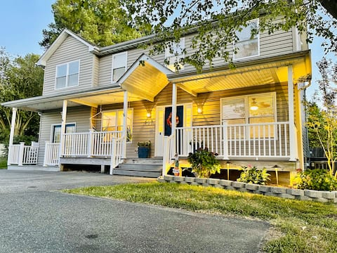 Renovated Duplex Within Miles of KI Attractions