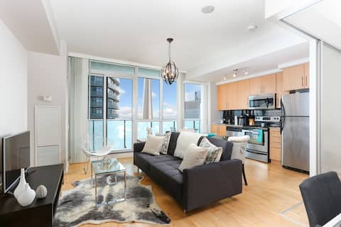 Gorgeous Scotiabank Arena Condo | CN Tower View!
