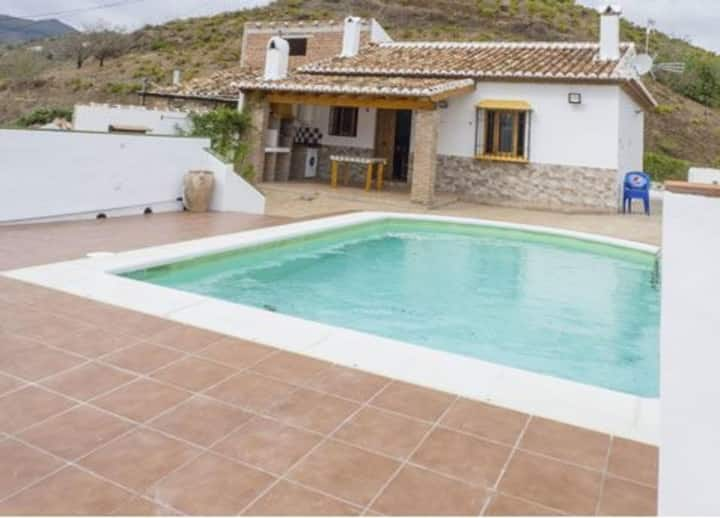 House - 2 Bedrooms with Pool and WiFi - 103704