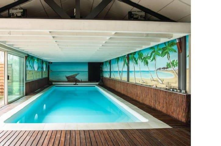 Spacieuse maison standing avec piscine intérieure - Chazé-sur-Argos - บ้าน
