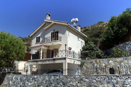 Village Villa Sleeps 6 with pool - Limassol - Villa