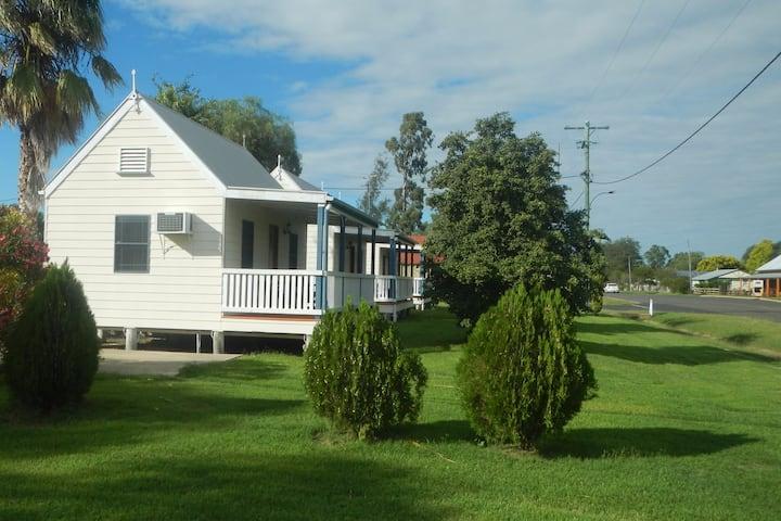 Leyburn Motel - cabin three - sleeps two