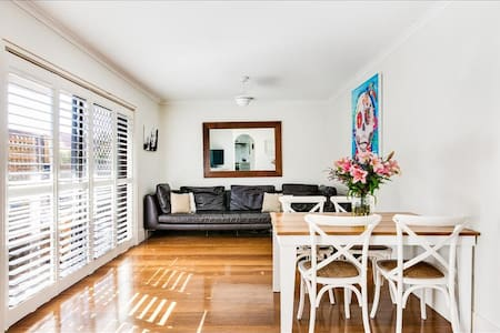 White Peaceful Private Bedroom in Manly/Fairlight