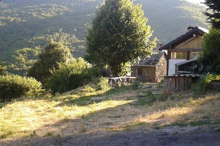 maison  rustique entourée de nature - Saint-Martin-de-Boubaux - Rumah