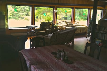 Island Magic Awaits! 3 night minimum (BYO Linens) - Hornby Island - 独立屋