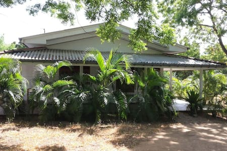 JC Guest House    Bed and breakfast. - Pensió