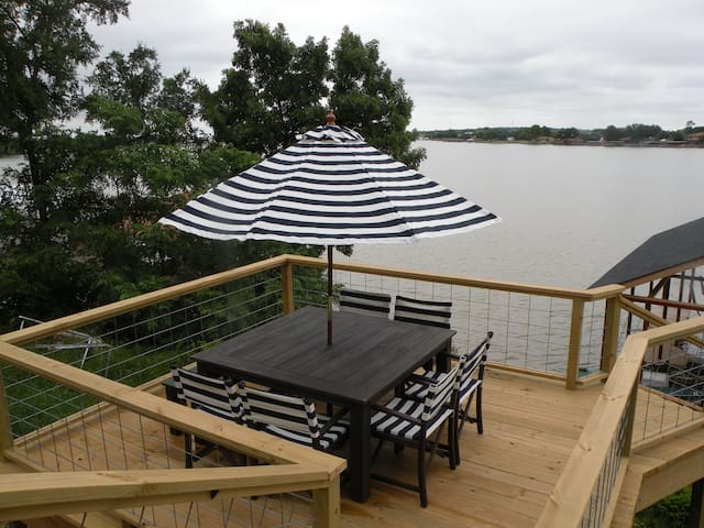 Private, lake-front, guest suite, on Lake Granbury - Granbury - Byt