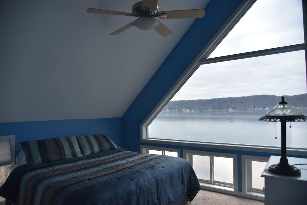 Starboard side bedroom