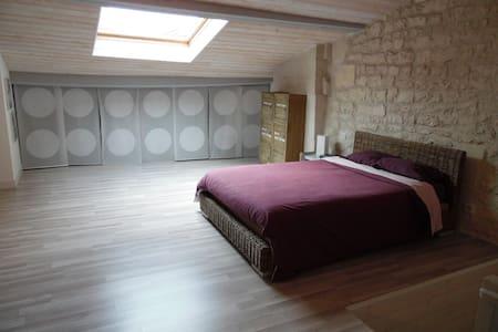 "Chambre ""cocooning"" au coeur de Jarnac - Jarnac - Rumah"