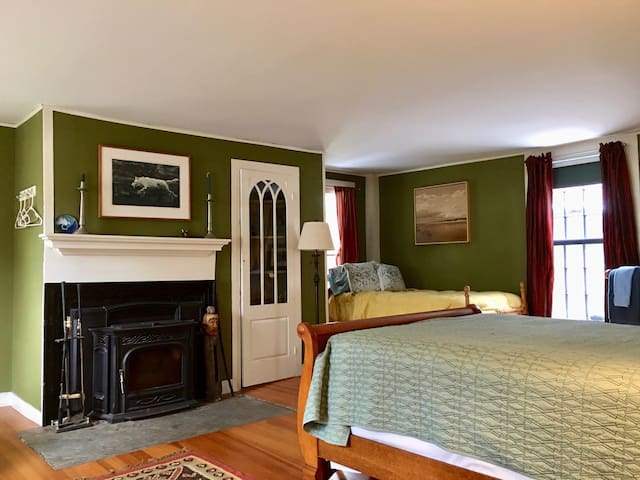 The Green Room at the Norton Hill BnB