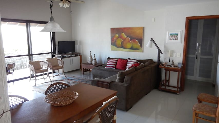 Home with ocean view - 50ft from the beach - Florianopolis - Hus
